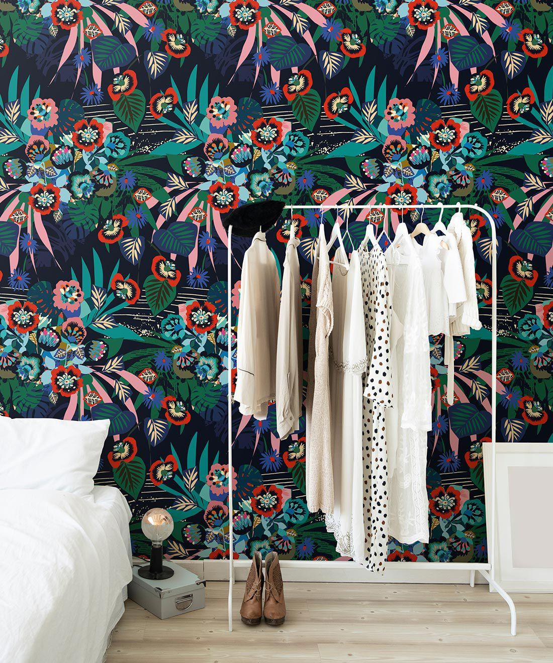 Kyoto Wallpaper • Kimono Wallpaper • Japanese Wallpaper • Deep Colorful Wallpaper • Insitu