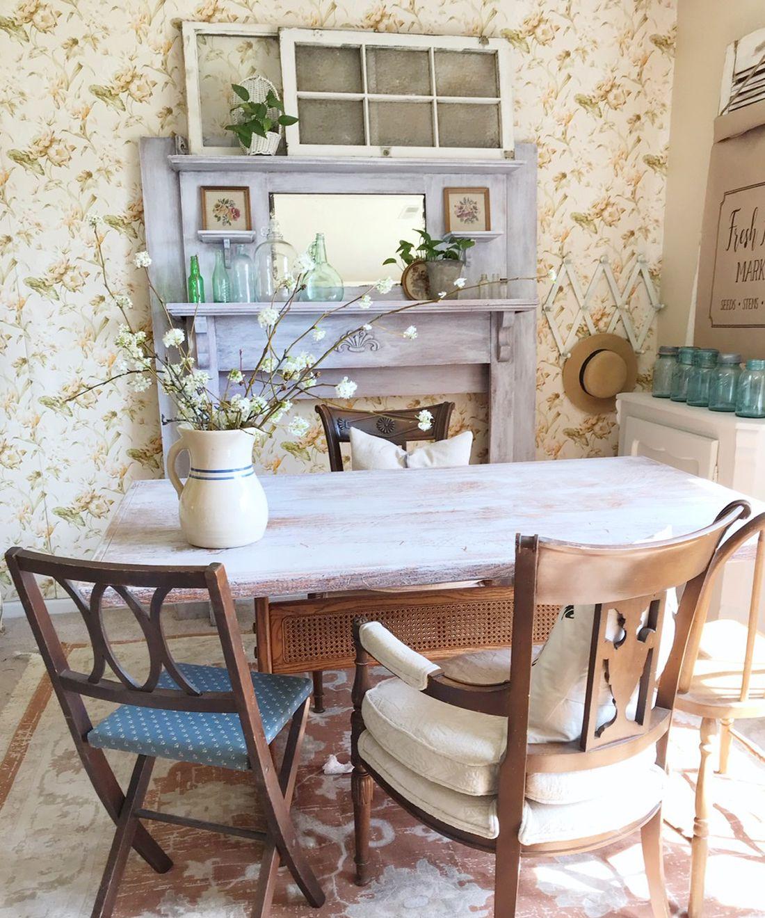 Aux Fleurs • Vintage Wallpaper • Dining Room Wallpaper • Kitchen Wallpaper • @homechronicles •Adele Brown