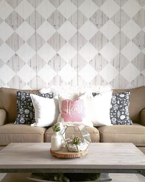 Maatilo Talo Wallpaper behind a light brown sofa