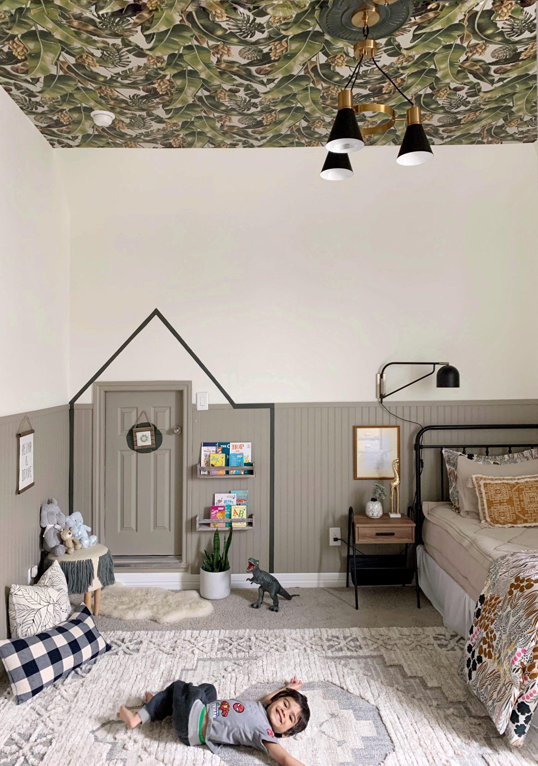 Kingdom Palm Wallpaper • Tropical Banana Leaf Wallpaper • Wallpaper on the ceiling • Boys Bedroom